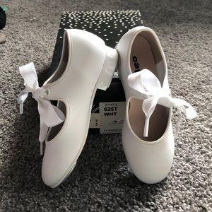 Children's white matte tap shoes Capezio sz 9.5W